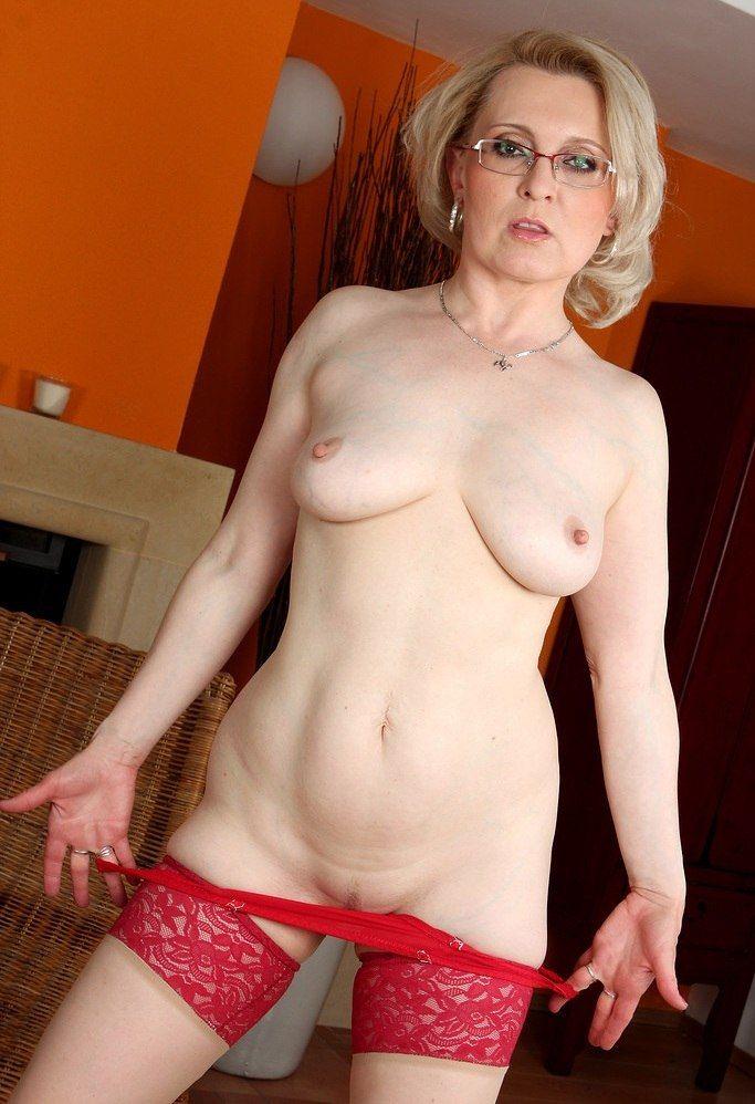 mature_blondie